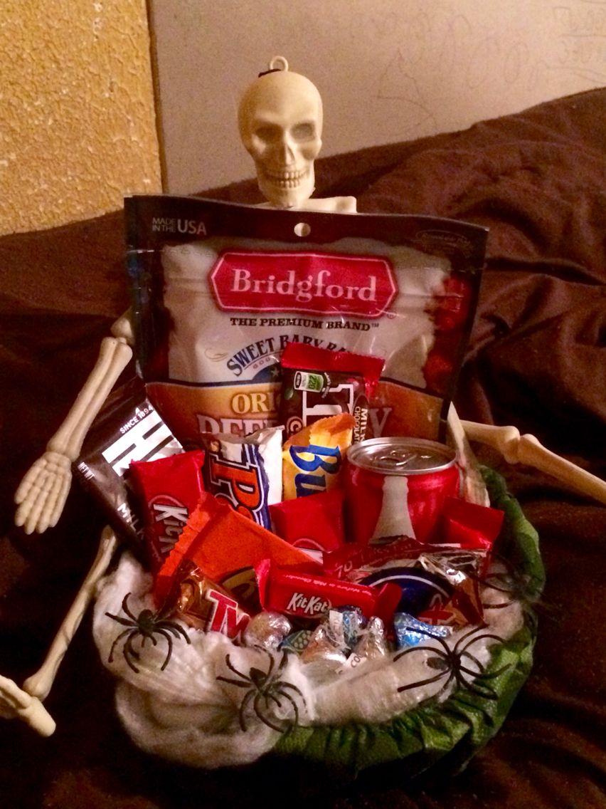 Halloween gift basket :) | Sarah's Sweet Gifts ;) | Pinterest