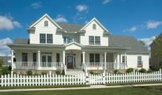 The American Dream Is Sometimes Dipicted In Movies As Having A Single Family Home With A White Fence England Houses New England Homes Classic House Design