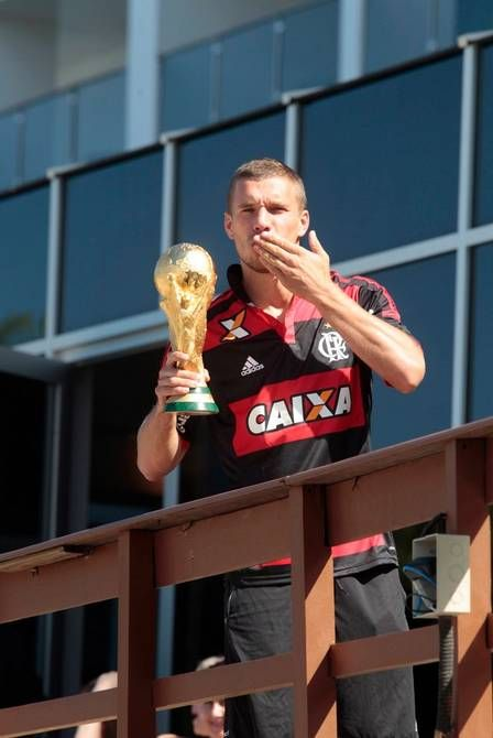 Copa 2014: Podolski surge com a camisa do Flamengo em manhã de folga dos alemães
