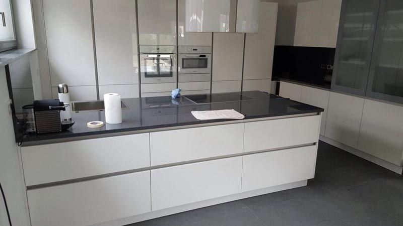 Aufmaß, Montage und Lieferung von Granit Küchenarbeitsplatte Nero - arbeitsplatten granit küche