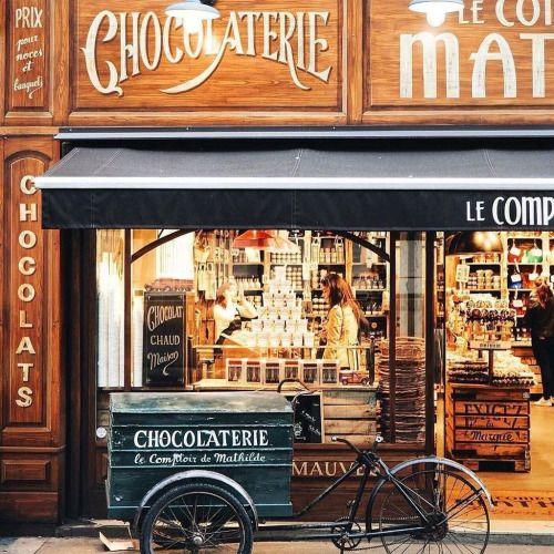 Chocolaterie Epicerie Fine Le Comptoir De Mathilde Paris France Shop Facade Cute Store Shop Fronts
