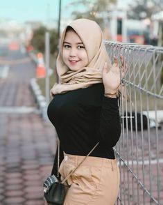 Pin oleh a di Girl hijab di 2020 | Gadis baik, Gaya hijab