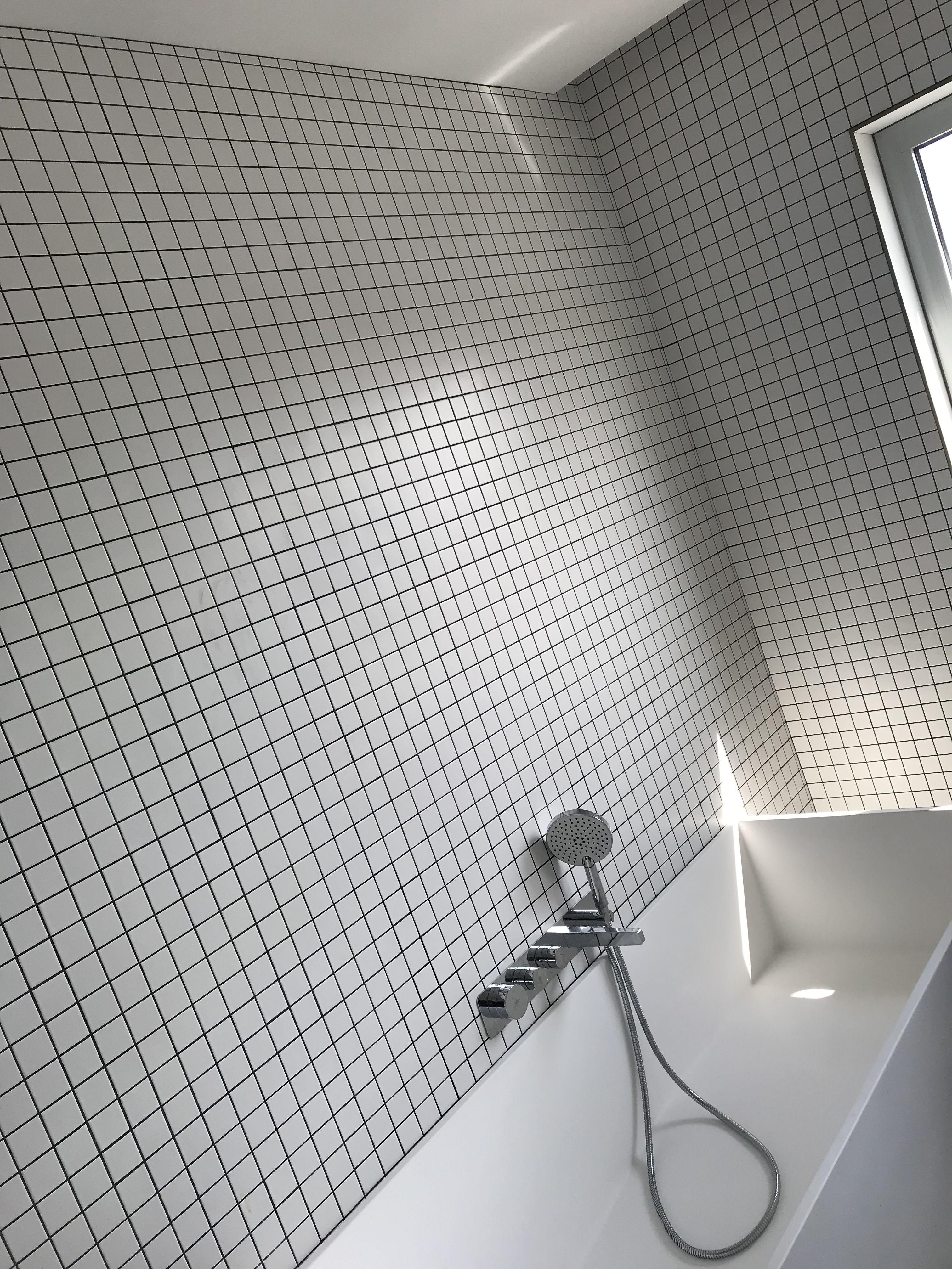 Salle de bains mosaïque blanche joints noirs #mosaic #mosaique