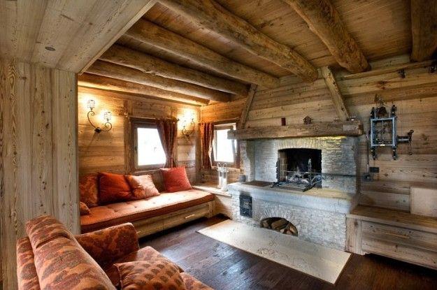 Grande camino in salotto arredamento salotto rustico for Interni casa design