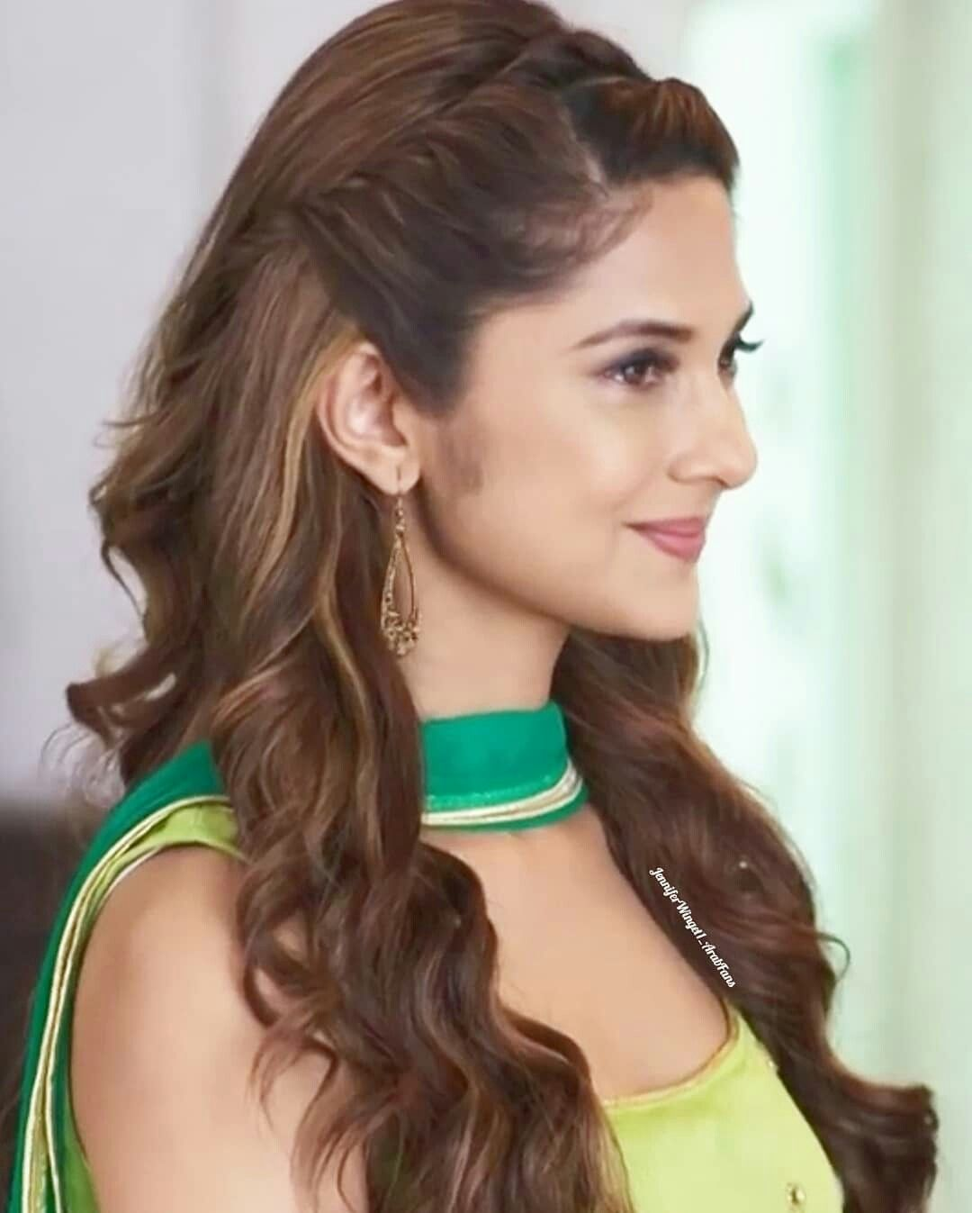 Pin By زنـ ـہو بـ ـہة آمـ ـہو رة On Jennifer Winget Daily Hairstyles Engagement Hairstyles Front Hair Styles