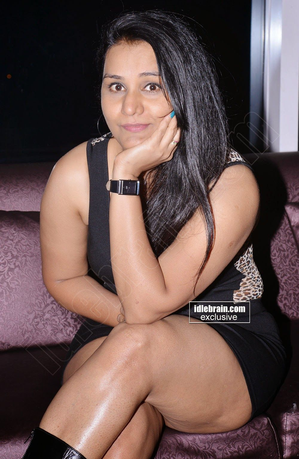 Mallu B Grade Actress Apoorva Aunty Hot Thigh Show Gallery
