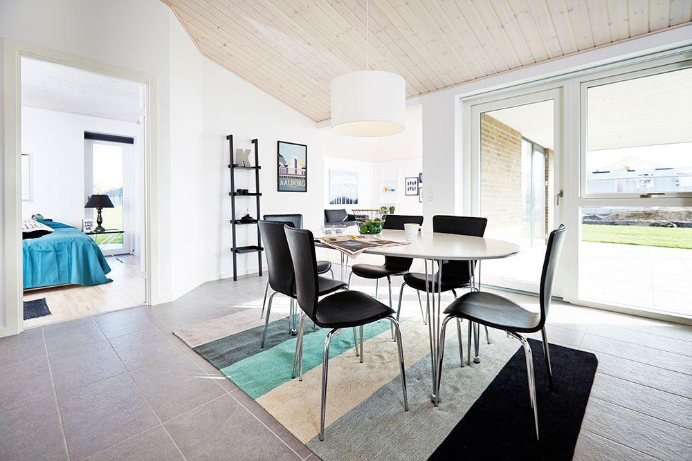 Spisestuen er en integreret del af køkkenet #huscompagniet #inspiration #indretning #husbyggeri #indretning #nybyg #husejer #nythus #typehus #køkken