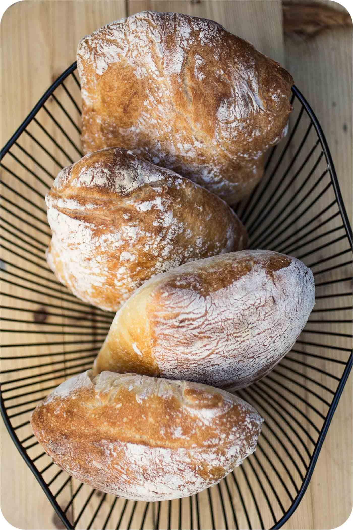 Ciabatta mit wenig Hefe und langer, kalter Teigführung im Brot-Blog.
