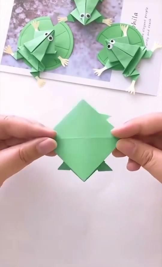 Cute paper frog