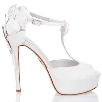 "scarpe con petali e rose esclusiva ""Ferracuti"" #bridal #weddingshoes #flowers"