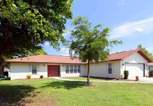 Euclid Home Venice (Florida) Situated in Southwest Venice, this air-conditioned holiday home features a barbecue. The property is 36 km from Sarasota and free private parking is available.  The unit is fitted with a kitchen.
