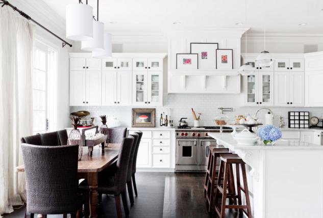 Coastal Style: Hamptons Chic in Chocolate & White