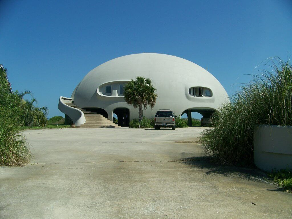 Homes And Buildings That Hold Up Best In Hurricanes Nonagon Style Dome House Hurricane Proof House Geodesic Dome Homes