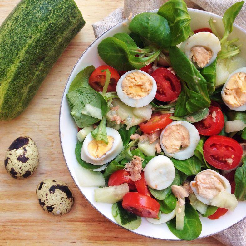 ensalada de tomate y atún para cenar