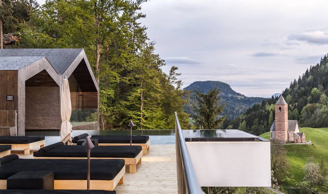 Infinity pool im miramonti boutique hotel mit for Boutique hotel meran