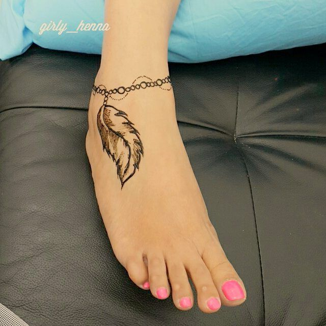 19 Beautiful Feather Henna Designs You Will Love To Try: A Cute Feather Ancklet Design On Feet . . @girly__henna