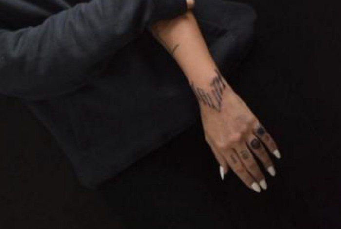 Pin De Deus Em Tatuagens De Rosas Tatuagens Cleo Pires