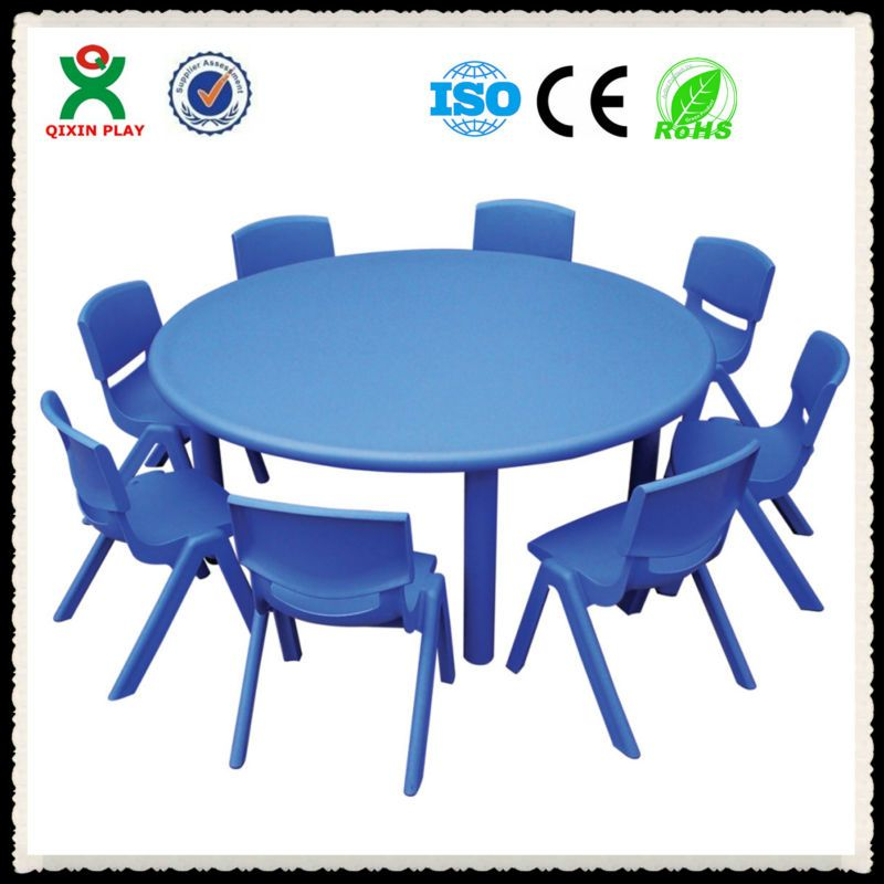 10 Unexpected Combinations Between Modern Chairs And Country Tables Plastic Dining Chairs Dining Room Contemporary Modern Dining