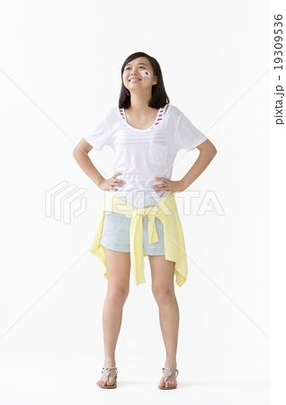 腰に手を当てるの画像検索結果 腰に手を当てるポーズ 腰に手を
