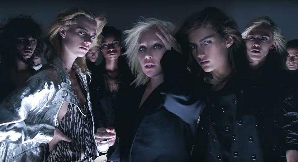 Vem ver a Lady Gaga arrasando no vídeo da coleção de primavera-verão 2016 do Tom Ford!