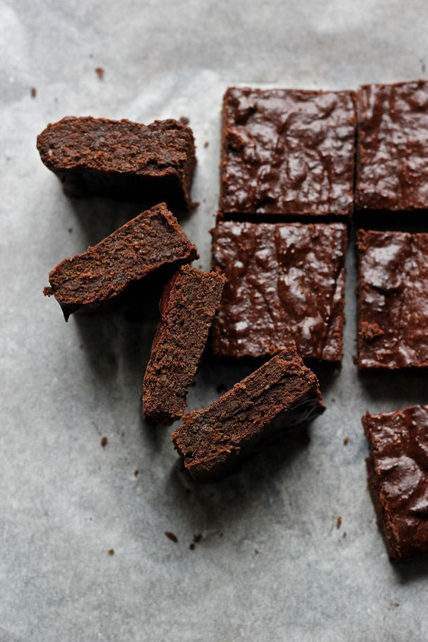 recipe: healthy brownies made with dates [29]