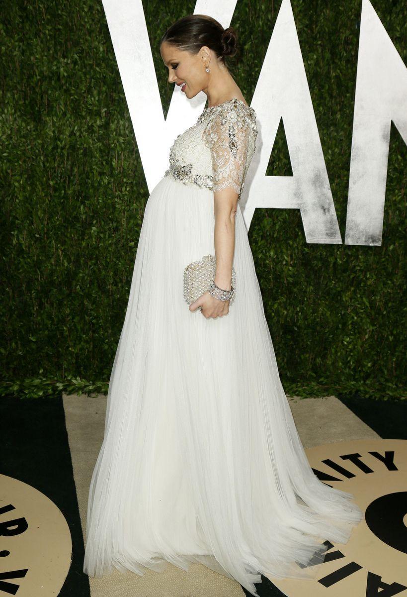Maternity wedding dress with sleeves  Dieses Jahr gab es bei den OscarsOscarpartys so viele furchtbare