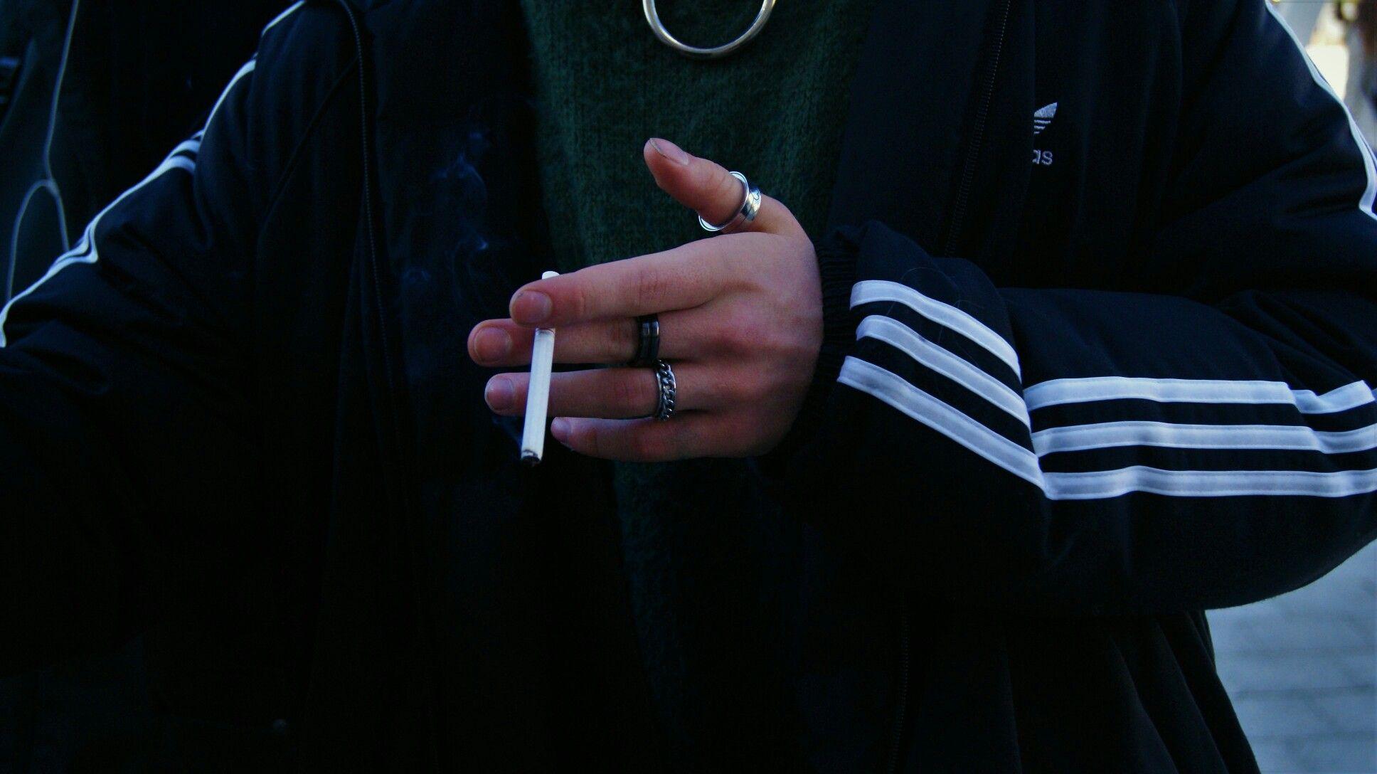 данным ава пацана с сигаретой картинки это человек