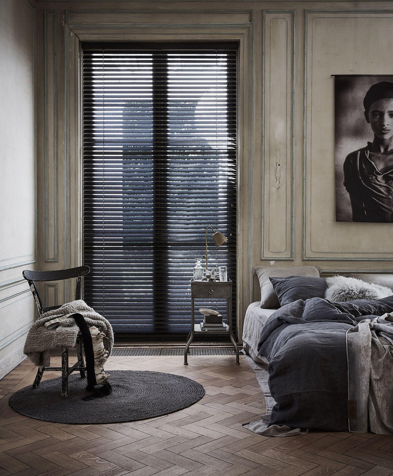 Verbazingwekkend Klassieke slaapkamer, dessin gordijn Jill en houten jaloezie OP-06