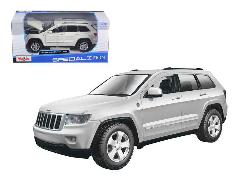 2011 Jeep Cherokee Laredo White 124 Diecast Model Car By Maisto