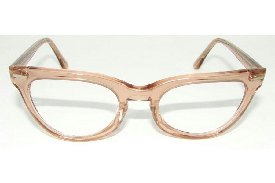 0a41590544f0aa Épinglé par KAM sur T as de belles lunettes, tu sais   Pinterest