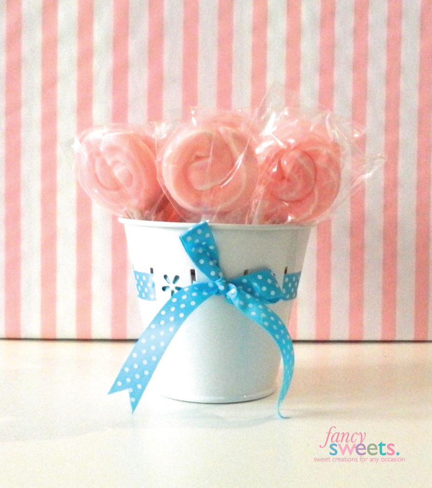 Mini pink candy floss lollipops. So cute !! Buy now www.fancysweets ...