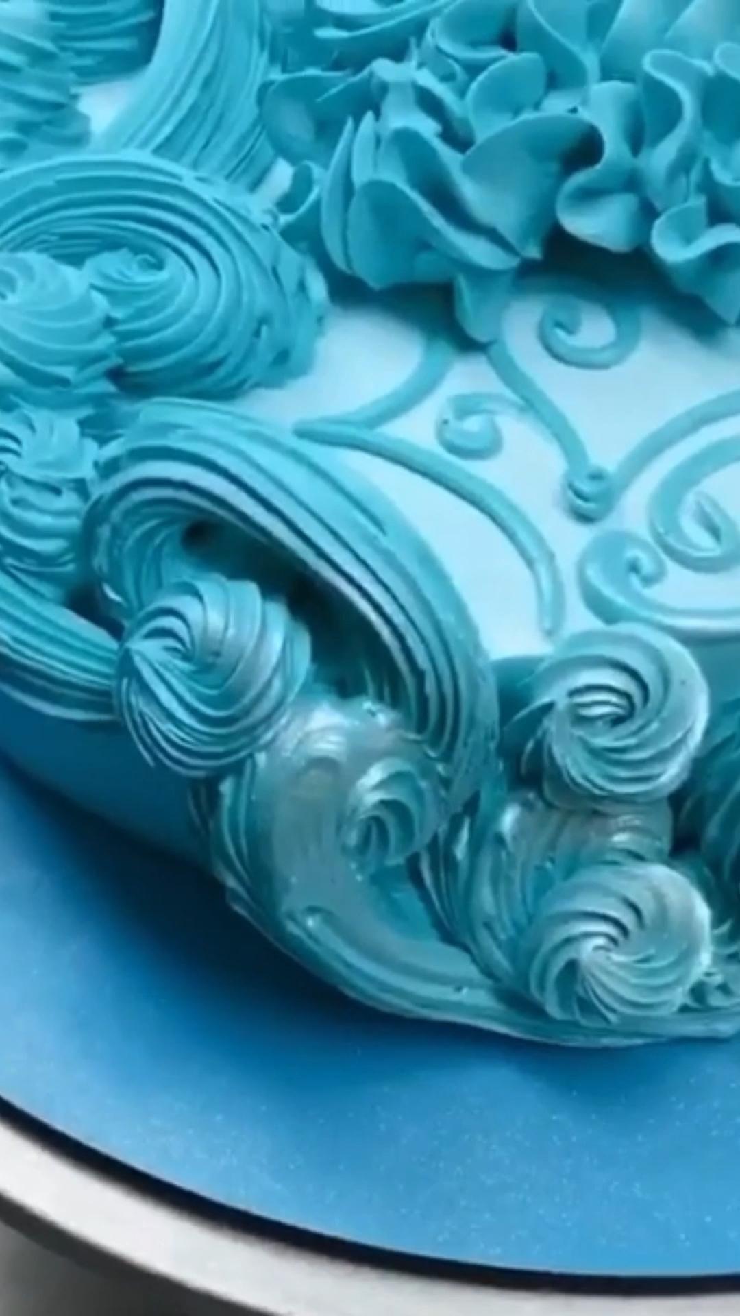 Cake decoration techniques