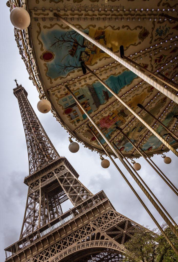 Torre Eiffel y carrousel