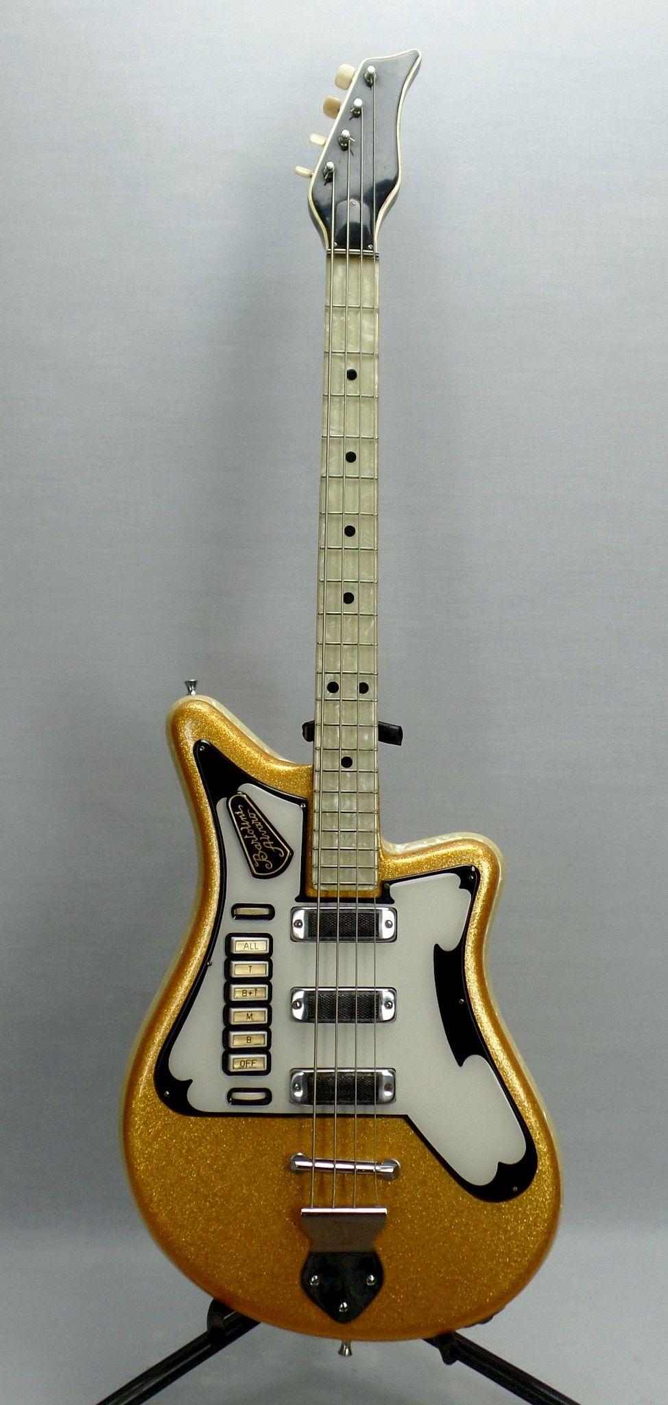 Alvaro Bartolini Guitarage Nl Guitar Crazy Crazy Guitars In 2020 Vintage Electric Guitars Guitar Cool Guitar