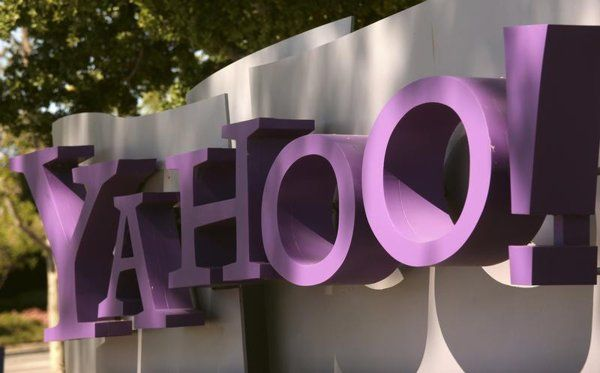 Yahoo to stop user access of services with Facebook