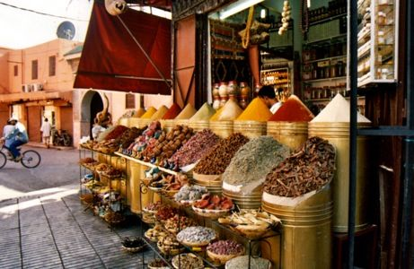 i want to buy dates in an outdoor market in morocco while shopping