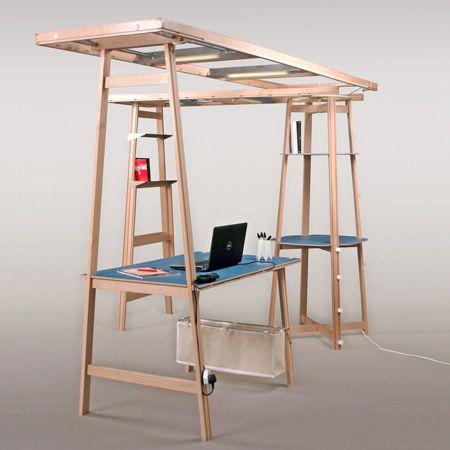 """""""L.O.F.T"""" - Maciek Wojcicki. Die Struktur kann ohne Werkzeug durch eine oder zwei Personen montiert werden. Es ist gestaltet in einer intuitiven Weise zu verwenden, durch einfache Operationen der Verkeilung, Binden und Einhaken. Es besteht aus Arbeitsflächen, Beleuchtung, Regale, Bildschirme, Tafeln und andere Accessoires."""