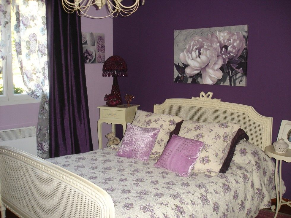 slaapkamer paarse muur