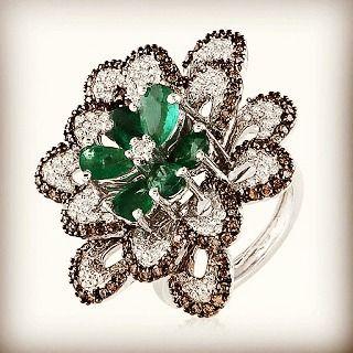 thejewellcloset#Emerald, #diamond #ring from Minnawala @thejewellcloset #jewellcloset #finejewelry#jewelry#jewellery#antiquejewelry#jewels