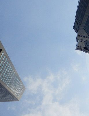 Singapore on äärimmäinen kieltoyhteiskunta. Uusi Paha maa -artikkeli. Katso kieltokyltit.