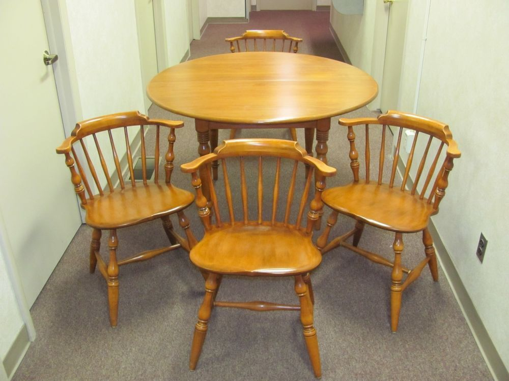 Vintage Conant Ball Solid Maple 48 Quot Round To Oval Table