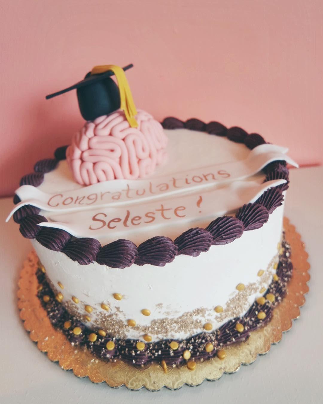 2019 year for lady- Graduation Amazing cakes