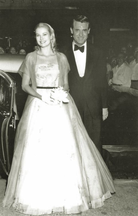 Grace Kelly and Cary Grant at the premiere of To Catch A Thief in ...