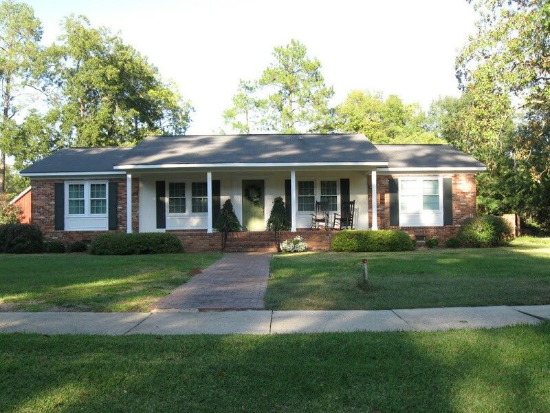 Siding In Middle Of Brick Shutters Colored Door And Window Trim Brick House Plans Ranch Style Homes Brick Ranch Houses