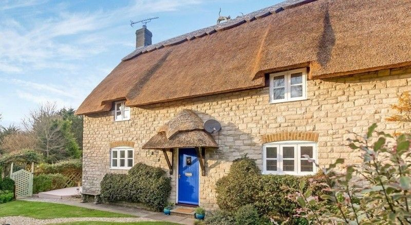 Thatched 4 Double Bed Holiday Rental Cottage Near Weymouth Dorset