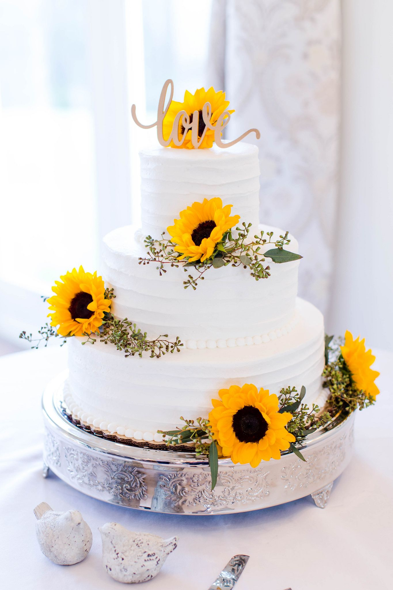 Ermin & Laura Wedding cake centerpieces, Themed wedding