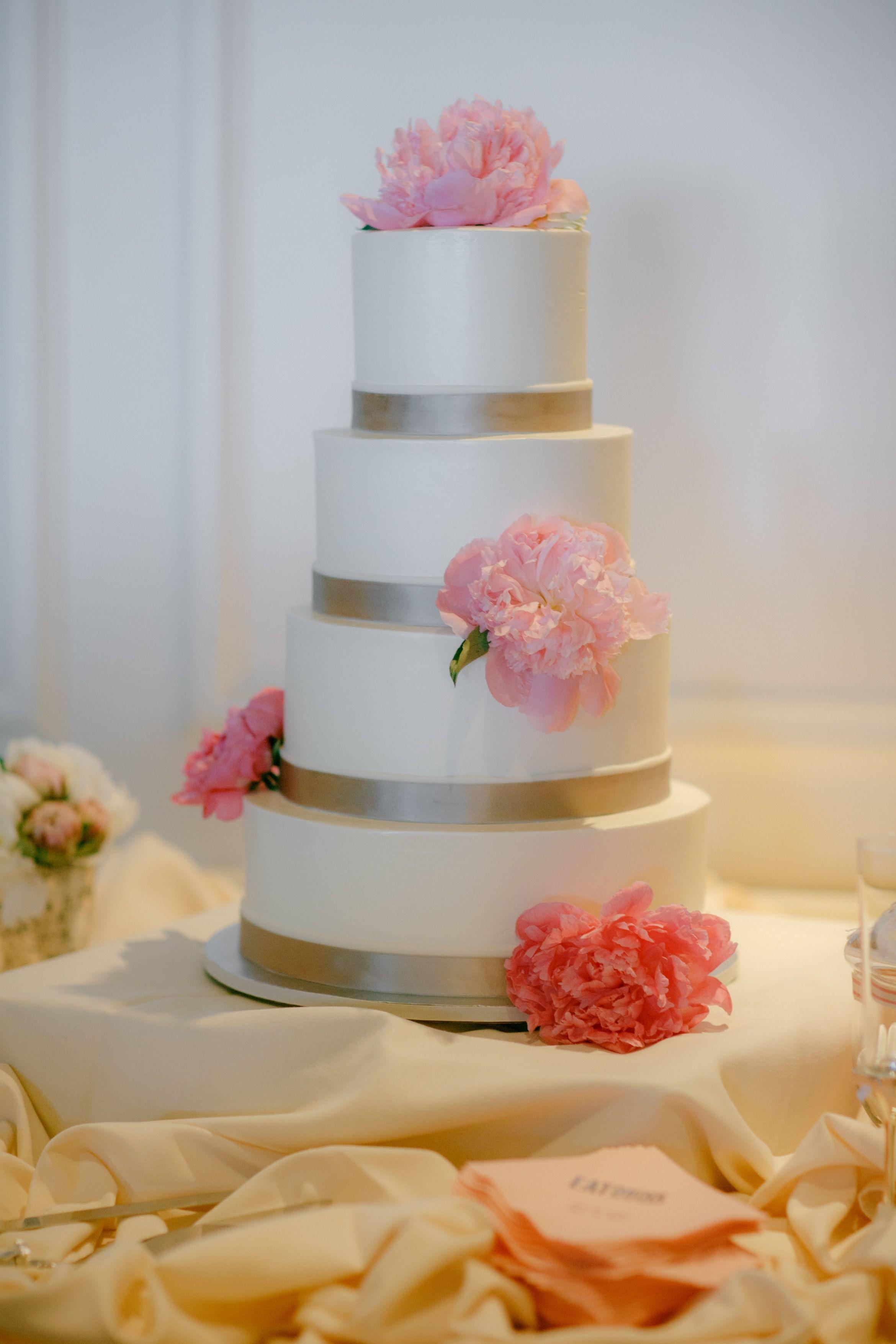 Classic and Elegant Seattle Wedding Wedding cake