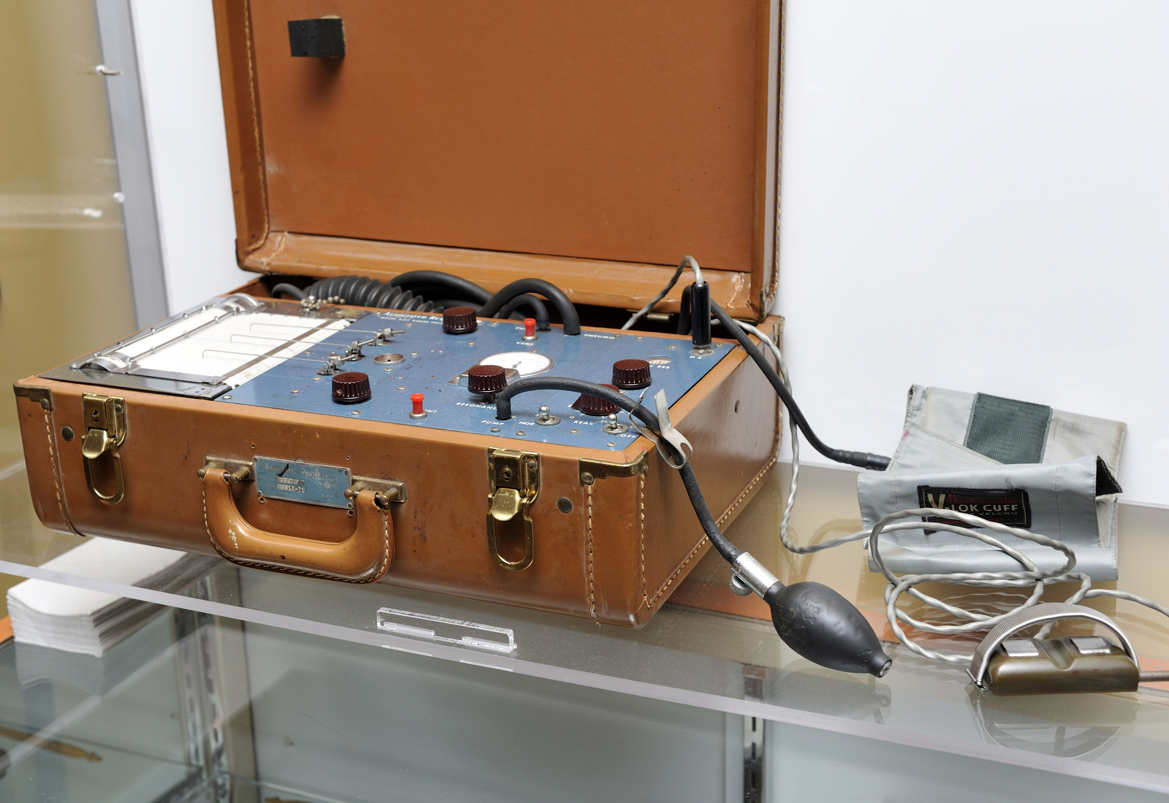 Vintage Stoelting Executive Ultrascribe Polygraph Lie Detector ...