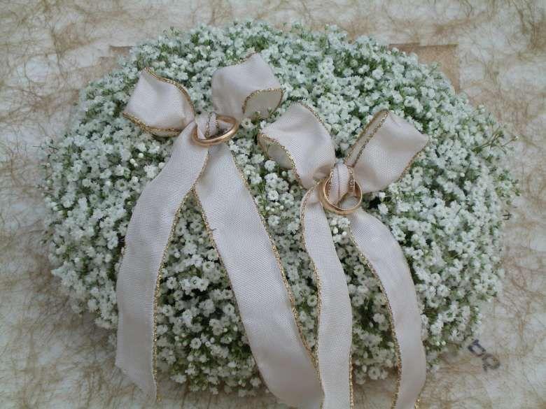 Portafedi su letto di fiori | Fiori matrimonio estivo ...