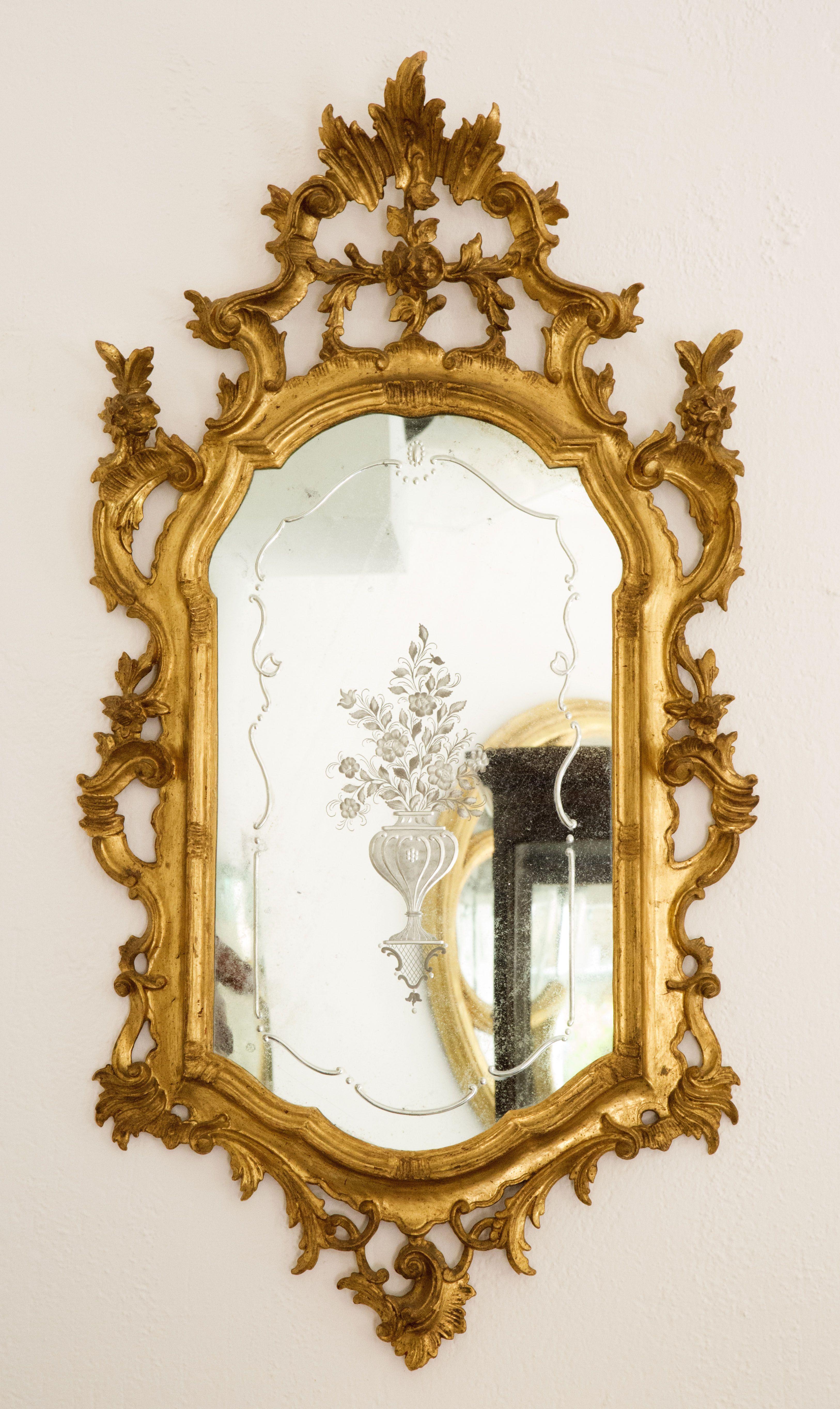 Specchio veneziano (uno di due) stile Luigi XV in legno intagliato e ...
